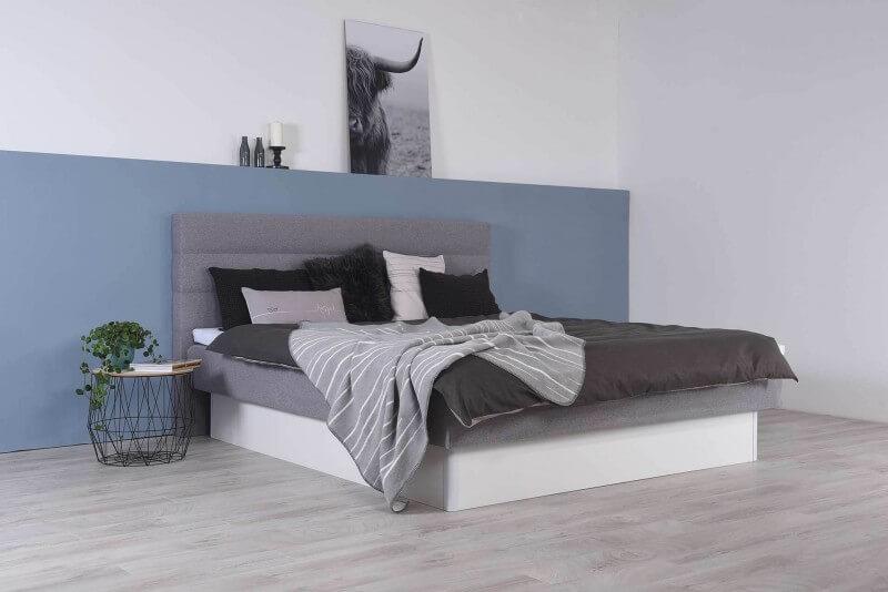 Wasserbett mit geschlossenem Sockel + Topper + Wandpaneel Largo + Laken