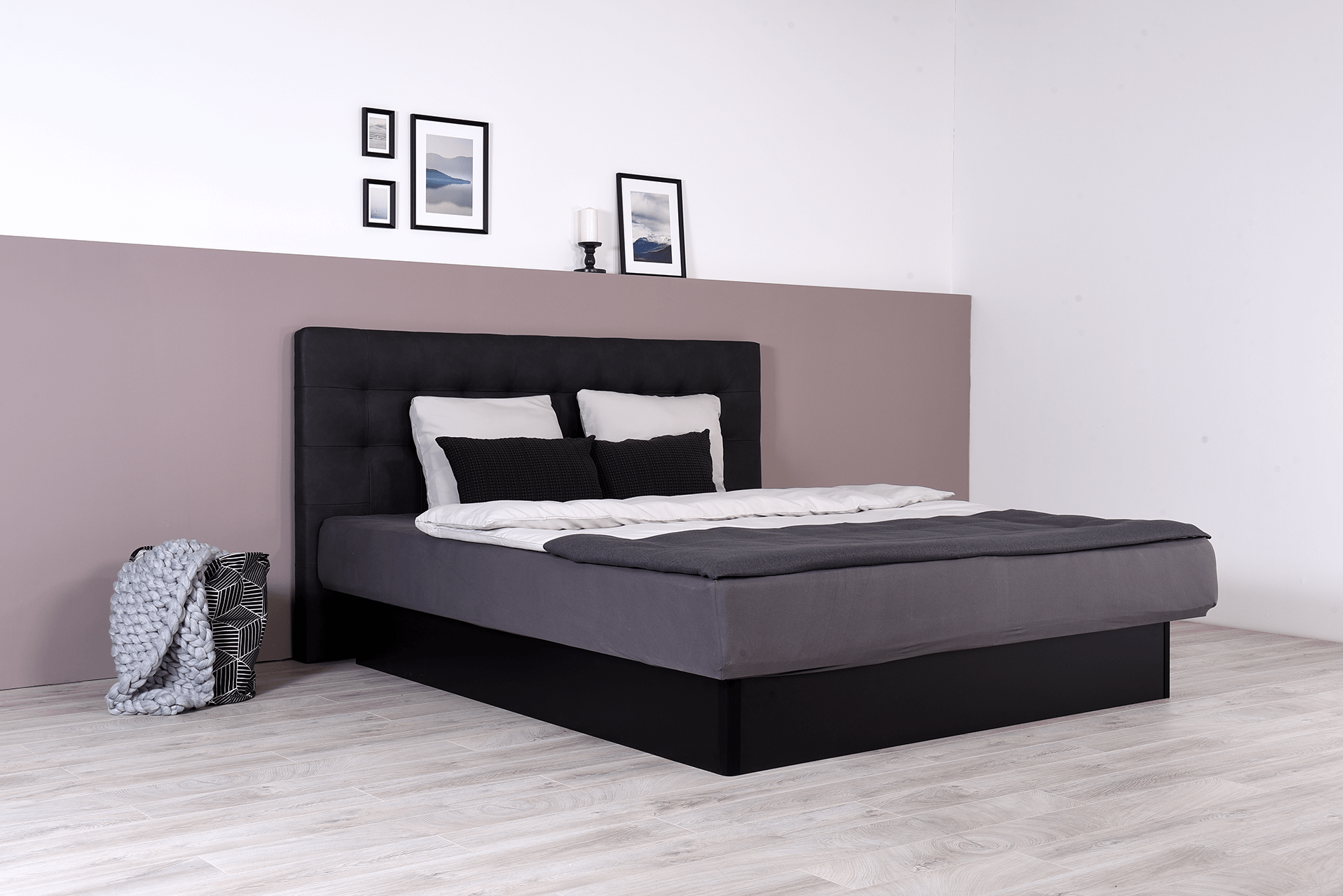 wasserbett mit schwarzem geschlossenen sockel wandpaneel nuevo suma wasserbetten. Black Bedroom Furniture Sets. Home Design Ideas