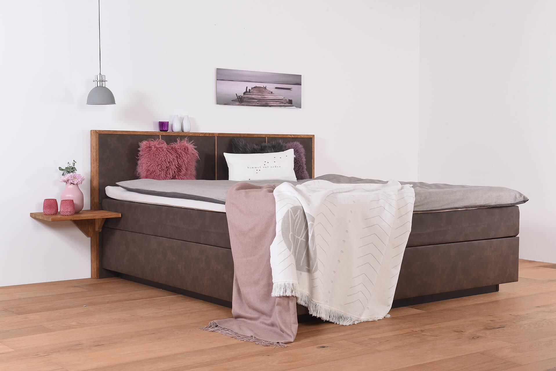 wasserbett in boxspringoptik wandpaneel quaddro topper nachttischablage laken suma. Black Bedroom Furniture Sets. Home Design Ideas